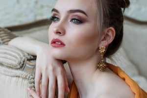 Eye creams - An image of a beautiful woman with healthy under eyes